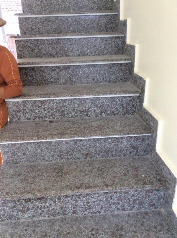 Kết quả hình ảnh cho đá tÍM hoa cà lát cầu thang bộ