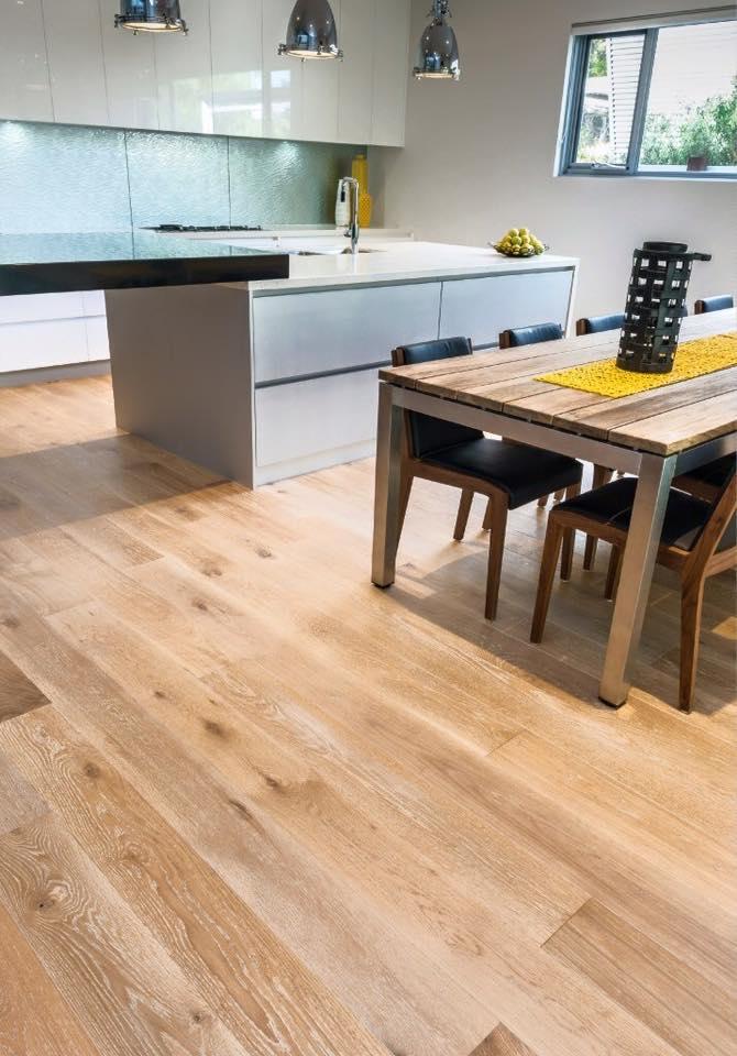 gạch vân gỗ lát bếp